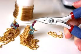Small Manufacturing Business Ideas with Low investment-jewellery making-min