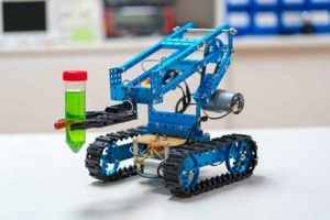 New Innovative Business Ideas to start now - Small robots